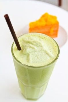 HONEYDEW PEACH GREEN SMOOTHIE: honeydew, peach, banana, spinach, water (to help blend) | [scroll to bottom for recipe]