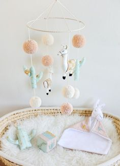 sweetest little baby mobile for a new nursery. Boho Nursery, Nursery Room, Girl Nursery, Girl Room, Nursery Decor, Baby Nursery Themes, Baby Decor, Baby Diy Projects, Diy Bebe