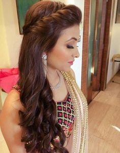 Indian Wedding hairstyles with long hair extensions are bound to turn your bridal look. Cute Hairstyles Updos, Engagement Hairstyles, Open Hairstyles, Indian Wedding Hairstyles, Elegant Hairstyles, Saree Hairstyles, Office Hairstyles, Hairstyles Videos, Hairstyle Short
