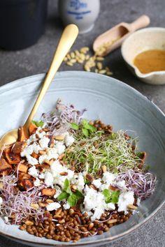 Sweet potato salad with feta and honey dressing - Salad Recipes Healthy Food Blogs, Healthy Salads, Healthy Cooking, Healthy Recipes, Kale Salads, Vegetarian Lunch, Vegetarian Recipes, Lunch Recipes, Salad Recipes