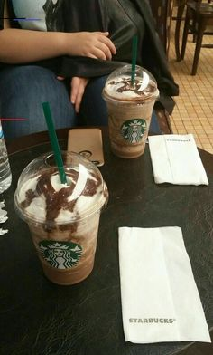 Healthy starbucks orders - your healthy starbucks drink orde Bebidas Do Starbucks, Healthy Starbucks Drinks, Healthy Drinks, Rauch Fotografie, Sleepover Food, How To Order Starbucks, Tumblr Food, Snap Food, Food Snapchat