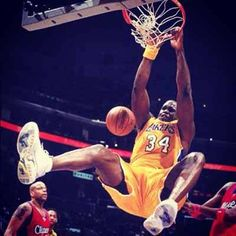 Shaquille O'Neal leyenda de Lakers