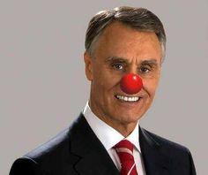 Chamar palhaço ao Cavaco Silva não é crime nem ofende a honra, dizem Tribunais Portugueses.