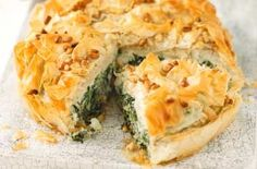 Spinach, Feta and filo pie Who can resist the temptation to break into a crisp pie crust and reveal what's underneath? This tasty pie has a creamy spinach and Feta filling Creamy Spinach, Spinach And Feta, Vegetarian Cheese, Vegetarian Recipes, Pie Recipes, Dinner Recipes, Recipies, Christmas Turkey, Creamy Mash