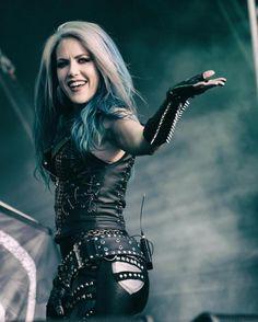Ma é linda né 😍 Alissa White-Gluz, Arch Enemy Estilo Heavy Metal, Chica Heavy Metal, Heavy Metal Girl, Heavy Metal Music, Death Metal, Pop Rock, Rock And Roll, Rock Y Metal, Black Metal