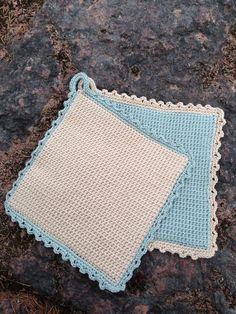 Anette L syr och skapar: Dubbelvirkade grytlappar Crochet Home, Knit Crochet, Yarn Crafts, Diy And Crafts, Stick O, Crochet Hot Pads, Craft Projects, Projects To Try, Crochet Potholders