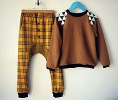"""harem"" pants, with inset made from same fabric but inside-out.....from Groovybaby and mama: KCWC Day 3 & 4: Sweatshirt and pants"