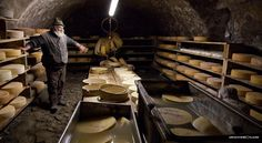Italian+Delicacies:+Bagòss+Cheese