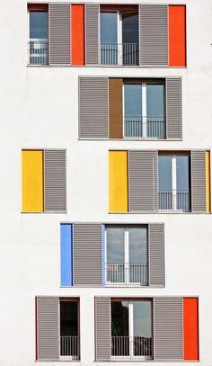 Bunte Hausfassade – Architecture is art Colour Architecture, Facade Architecture, School Architecture, Residential Architecture, Building Facade, Building Design, Facade Design, Exterior Design, Beaux Arts Lyon