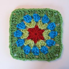 Today felt like a tutorial day! Here is a little tutorial for a little square of mine. I know, my pattern name skills need some work......