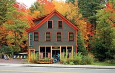 An Adirondack General Store Becomes Home. Homeowners Lauren and Ken Parlin worked with architect Sandra Vitzthum to revitalize an storefront in the Adirondacks. Exterior Paint Colors For House, Exterior Colors, Spencer House, House Journal, General Store, Store Fronts, House Painting, Curb Appeal, Architecture Design