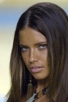 Pelo Adriana Lima, Adriana Lima Face, Adriana Lima Young, Adriana Lima Style, Top Models, Beautiful Eyes, Most Beautiful Women, Selita Ebanks, Alessandra Ambrosio