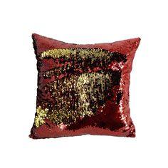 El rojo y dorado siempre será la combinación estrella de Navidad. Es una elegante propuesta con destellos escarchados vibrantes que dará un toque elegante, cálido y distinguido a su hogar. Es una colección clásica que incluye decenas de adornos para el árbol, muñecos decorativos con acabados de finas lentejuelas y canutillos, textil decorativo y flores que además de la Poinsetta, incluyen magnolias y hortensias. Cheers, Textiles, Magnolias, Sequins, Throw Pillows, Holiday, Christmas Stars, Classy Nails, Bugle Beads