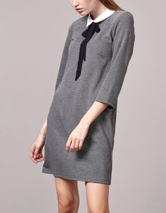 Dress with contrasting collar and tie