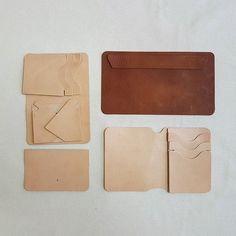 Выкройка кошелька  готова  к сборке. #leathercraft #leatherwork #handsewing #handstitching #atelier #leathergoods #bespoke  #fromlether #leatherwallet #изкожи #делаюназаказ #седельныйшов #мужскойстиль #ручнаяработа #кошелек #кошелекизкожи  #подарокмужчине