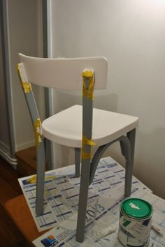 Petite chaise bistrot en cours de rénovation