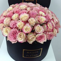 A beautiful bouquet of flowers will always be the perfect gift that a woman can ever recieve, but these amazing floral decorations made b. My Flower, Pretty Flowers, Fresh Flowers, Couleur Rose Pastel, Rosa Rose, Coming Up Roses, Flower Boxes, Beautiful Roses, Pink Roses