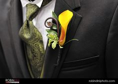 Google Image Result for http://www.bollea.com/wp-content/uploads/2010/12/lovely-boutonniere2.jpg