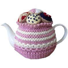 Enhance the enjoyment of drinking tea with your own one-off hand knitted tea cosy. A cosy will keep your tea hot and allow you to serve it in style. Tea Cosy Knitting Pattern, Knitting Patterns, Scarf Patterns, Knitting Projects, Crochet Projects, Knitting Tutorials, Teapot Cover, Knitted Tea Cosies, Tea Blog