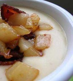 Sýrová polévka se smaženou cibulkou  (Cheese soup with fried onion)