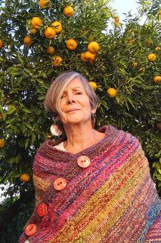 Ideas Y Consejos Para Los Mejores Poncho Ideasyconsejos - Diy Crafts Crochet Cover Up, Knit Or Crochet, Crochet Shawl, Crochet Crafts, Diy Crafts, Crochet Poncho Patterns, Knitted Poncho, Loom Knitting, Knitting Stitches