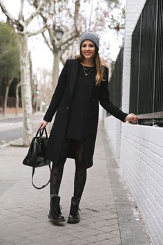 Creative and comfy womens boot outfit. Outfits ideas for Dr. Casual Fashionalbe Boots for Womens and Girls. Fashion Mode, Look Fashion, Womens Fashion, Fashion Trends, Fashion Ideas, Net Fashion, Fashion 2020, Daily Fashion, Runway Fashion
