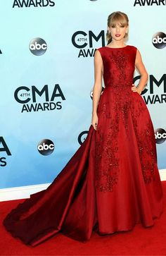 Taylor Swift is stunning in a red Elie Saab gown at the 2013 CMA Awards. #fashion #celebrities #redcarpetfashion #cmaawards #cma2013 #taylorswift