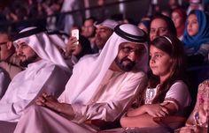Ahmed bin Mohammed bin Rashid Al Maktoum, Mohammed bin Rashid bin Saeed Al Maktoum y Al Jalila bint Mohammed bin Rashid Al Maktoum, representación de AlFaris (obra inspirada en los poemas de shk. Mohammed), Dubái, 06/01/2016.  Vía: dubaimediaoffice