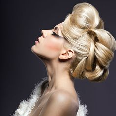 Although it is strenuous to maintain long hair, possessing it is fun! Here are 50 unique hairstyles for long hair that let you create your own style every day. Cool Hairstyles For Girls, Unique Hairstyles, Pretty Hairstyles, Straight Hairstyles, Girl Hairstyles, Wedding Hairstyles, Perfect Hairstyle, Amazing Hairstyles, Wedding Updo