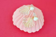 Art Deco Pearl Shell Earrings / The Pink Collar Life
