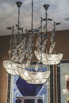 Chandeliers shaped galleon, made of crystal beads in the hotel lounge Ham Yard. Light Em Up, Light Art, Peacock Room Decor, Coral Lamp, Nautical Interior, Contemporary Home Furniture, Set Design Theatre, I Love Lamp, Room Color Schemes
