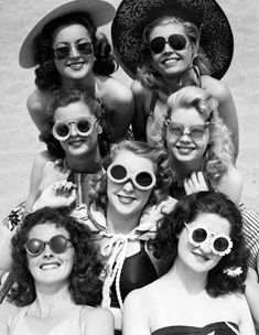 Photo: Girls Weekend in Miami Beach, 1950s style480 x 620 | 287.7KB | www.facebook.com