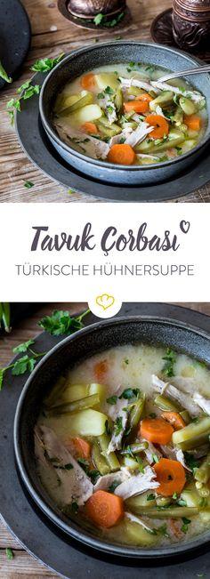 In diese türkische Hühnersuppe kommen Karotten, grüne Bohnen,Kartoffeln und der Zitronensaft gibt ihr eine angenehme Säure. Einfach köstlich!