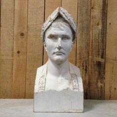 buste de napoléon premier en bois finement sculptée patine claire  . XX siècle