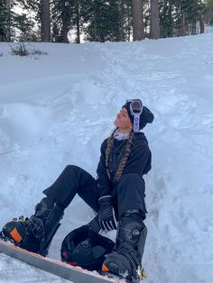 Photo Voyage, Snowboarding Style, Snowboard Girl, Ski Girl, Snow Pictures, Snow Outfit, Foto Casual, Ski Season, Winter Pictures