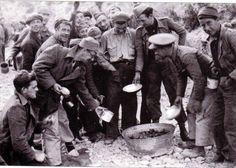 La hora del rancho. Brigadistas internacionales en la Batalla del Ebro.