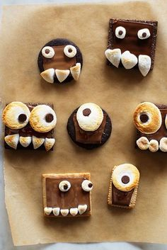 Make one of these festive Halloween snacks for your kids this year. They're bound to be a perfectly sweet ending to any Halloween party! Spooky Halloween, Halloween Snacks For Kids, Halloween Cookie Recipes, Halloween Sweets, Halloween Food For Party, Halloween Cupcakes, Holiday Recipes, Holiday Foods, Spooky Treats