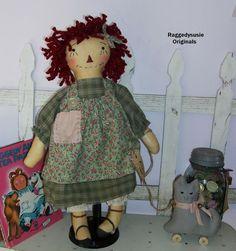 Primitive Raggedy Ann doll Olde Raggedy cupboard dolly w gray Kitty pull toy
