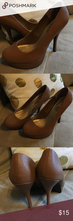 Deb Platform heels Excellent used condition, hardly worn Deb Shoes Platforms
