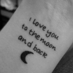 Idées de phrases pour tatouage : « I love you to the moon and back »