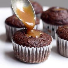 Perfectly moist Chocolate Cupcakes filled with a homemade caramel sauce and topped with chocolate frosting. Enjoy caramel in every bite! Cupcake Recipes, Cupcake Cakes, Dessert Recipes, Desserts, Cupcake Ideas, Cup Cakes, Reese's Chocolate, Chocolate Cake Mixes, Chocolate Trifle