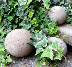 diy concrete garden globes with different recipes