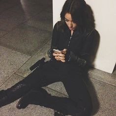 Chloe Bennet: This is how Quake tweets. #AgentsofSHIELD
