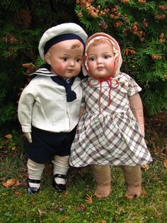 A sailor and his girl, two Finnish Martha dolls from 1920s