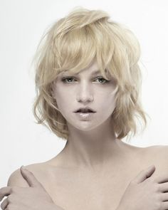 Blond wob for soft hair (L'anza – Purity Collection, hair: Matt Swinney, Ammon Carver & Natasja Keijzer for L'ANZA, products: L'ANZA, assistent: Mark Dolan, make-up: Chico Mitsui, photo: David Byun.)
