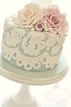 Lovely in lace  Emulate your wedding dress with the look of lace. Carefully sculpted fondant should be used to create delicate swathes of lace like decorations for the ultimate in romantic looks. Finish with some fresh roses like this wedding cake to pull the look together.