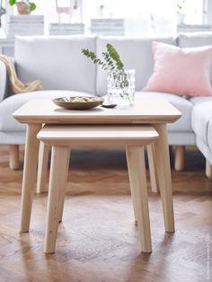 Serien LISABO i skandinavisk stil är modern så väl som tidlös. Det massiva träets naturliga ådring ger varje möbel ett unikt uttryck. Bordsskivan i slittålig ask har försetts med ett lager lack vilket gör LISABO till en uppsättning bord som verkligen tål att användas!
