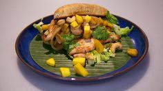 Broodje Thaise kip met mangocurry - recept | 24Kitchen