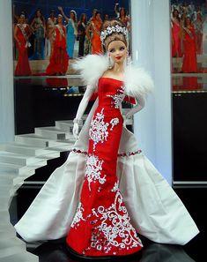 Barbie Miss Mordovia 2011 by Ninimomo Dolls Barbie Miss, Barbie And Ken, Barbie Gowns, Barbie Clothes, Manequin, Poppy Parker, Beautiful Barbie Dolls, Barbie Princess, Barbie Accessories