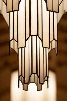 Art deco lamp: iconic shape echoed in other art deco lamps including Frankart Mo. - Art deco lamp: iconic shape echoed in other art deco lamps including Frankart Moderne - Estilo Art Deco, Arte Art Deco, Motif Art Deco, Art Deco Design, Art Deco Style, 1920s Art Deco, Design Room, Interiores Art Deco, Art Deco Chandelier